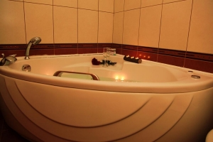 Metsovo rooms hydro massage spa bath jacuzzi fireplace